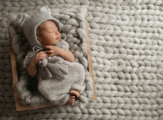 There are a few considerations to take note of when choosing the best newborn pack and play for your baby. - Best Newborn Pack and Play & Playard for your Baby | Baby Journey