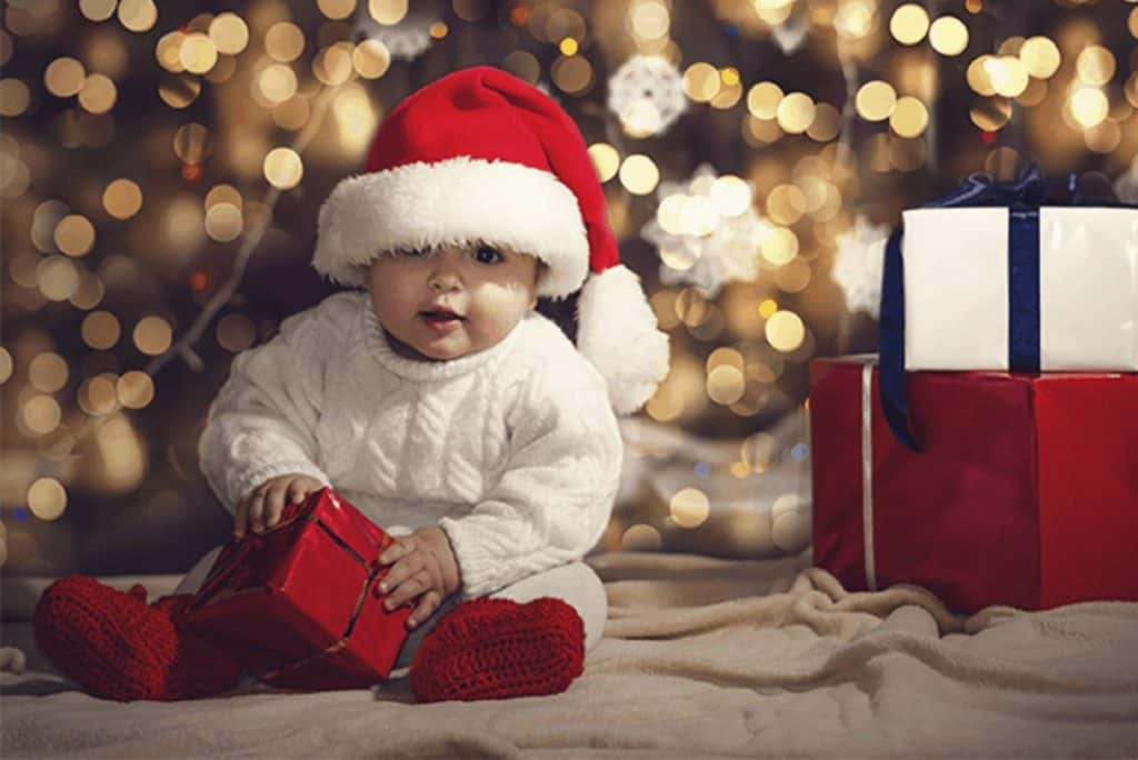visit babyjourney for 30 christmas photoshoot ideas for toddler or babies.