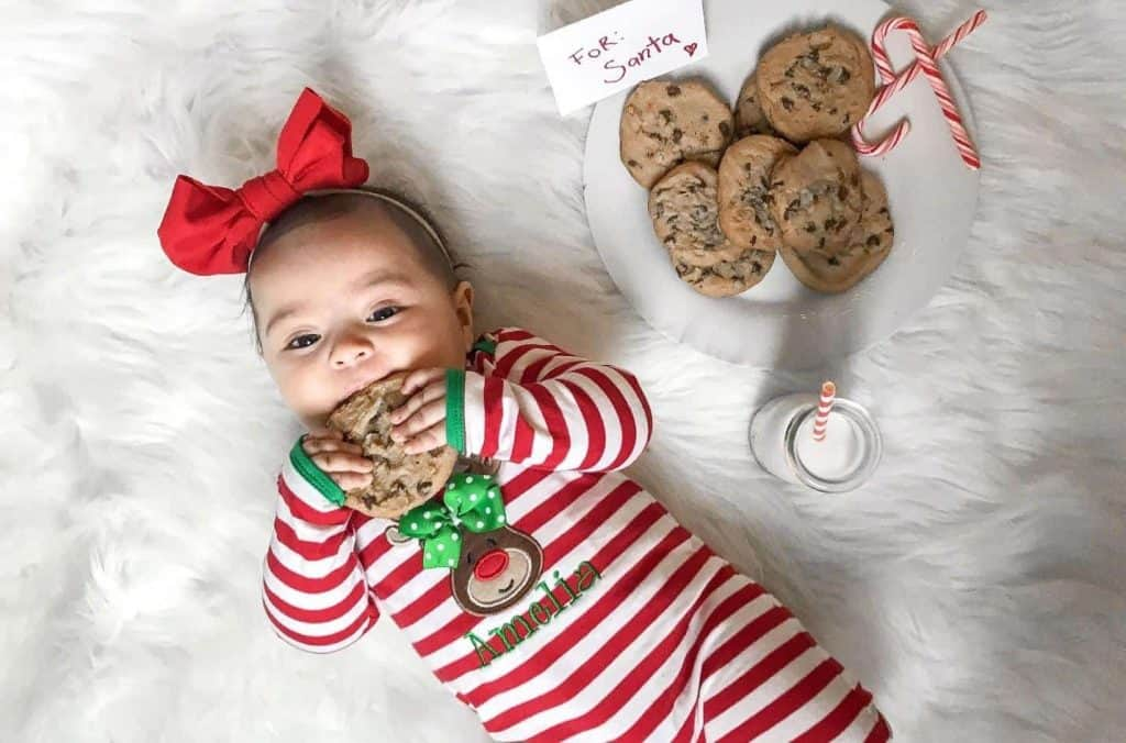 christmas isn't complete without cookie! One of the christmas photoshoot ideas would be taking your kid's photo with cookies!