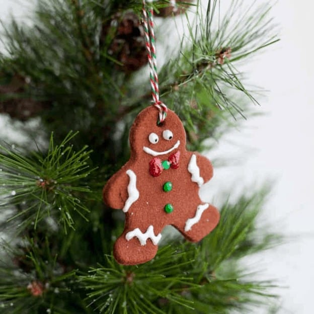 diy xmas crafts - cinnamon cookie ornament for house and christmas tree