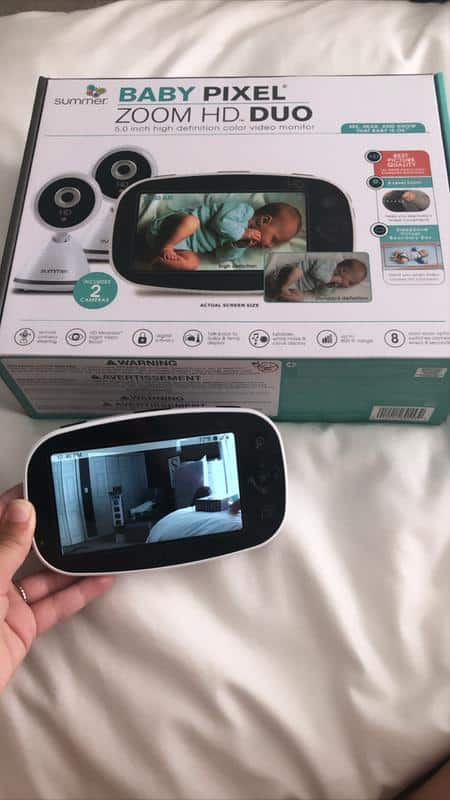 Easily activate the dark screen back to life with your voice, thanks to the Summer Infant baby monitor's VOX feature. -Summer Infant VS Motorola Baby Monitor Review | Baby Journey