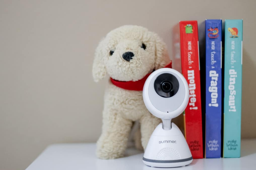 The Pixel Cadet's camera has to be plugged in to work. - Summer Infant Baby Pixel Cadet Baby Monitor Review | Baby Journey