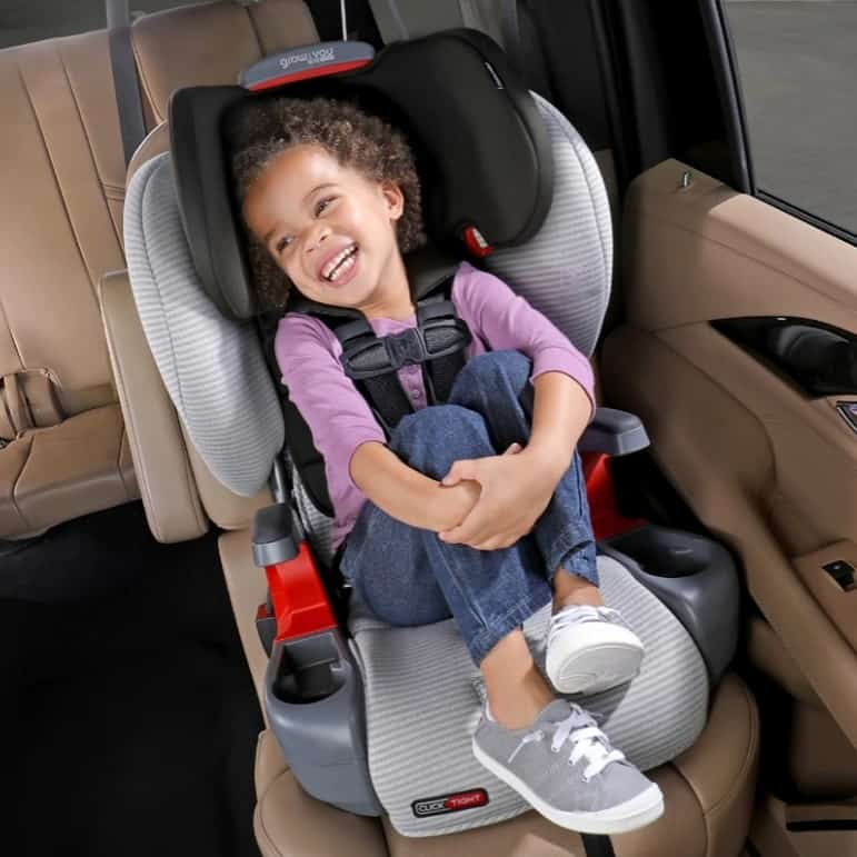 Britax front-facing car seats have cup holders. -Best Britax Car Seat | Baby Journey