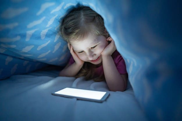 Your little one should not be given mobile phones during bedtime as this practice may affect their sleep.- 9 Effective Cell Phone Rules for Younger Kids & Toddlers   Baby Journey