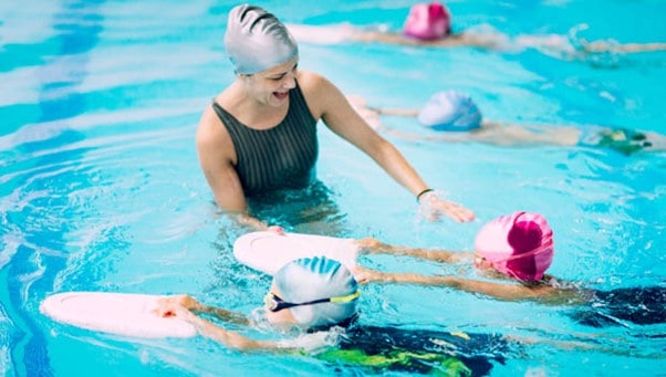 A friendly swimming instructor could make learning easier | A Guide On How to Teach A Toddler to Swim | Baby Journey