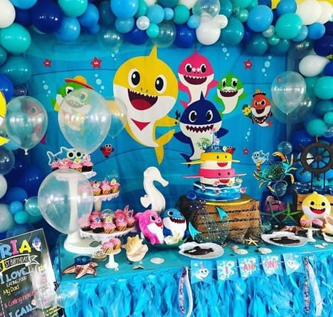 Is your baby one of the 8 billion fans of the famous kid's song? Why not celebrate the 1st birthday in the Baby Shark theme?- The Ultimate Guide to Planning Your Baby's First Birthday l Baby Journey