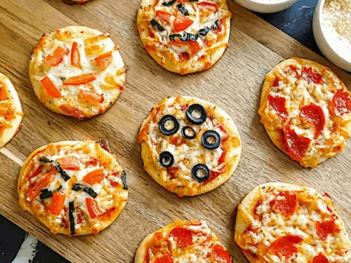 Who's up for some mini kid's pizza? Well, I am! - The Ultimate Guide to Planning Your Baby's First Birthday l Baby Journey