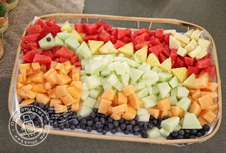 Isn't this dino fruit platter cute? - The Ultimate Guide to Planning Your Baby's First Birthday l Baby Journey