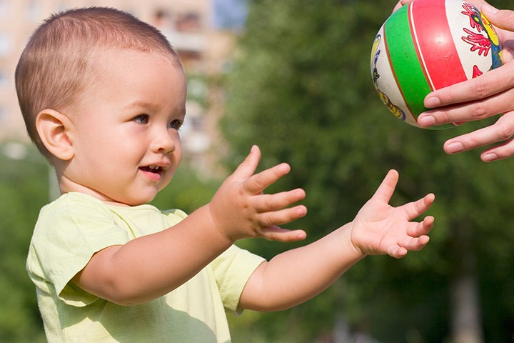 Pass The Ball | Outdoor Toys for Toddlers | Baby Journey