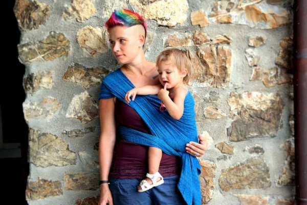 Kangaroo Hip Carry one shoulder with woven wraps or stretchy wraps or ring sling - How to Tie A Baby Wrap - Baby Journey blog