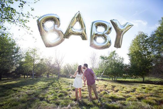 Balloon Pregnancy Announcement Photo Ideas - 112 Baby Announcement Ideas Perfect to Grace Your Instagram | Baby Journey Blog