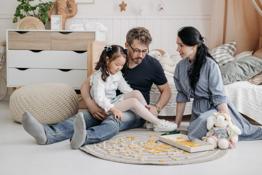 Children of authoritative parents tend to have a positive relationship with their parents. - Positive effects in children brought up via authoritative parenting - Baby Journey blog