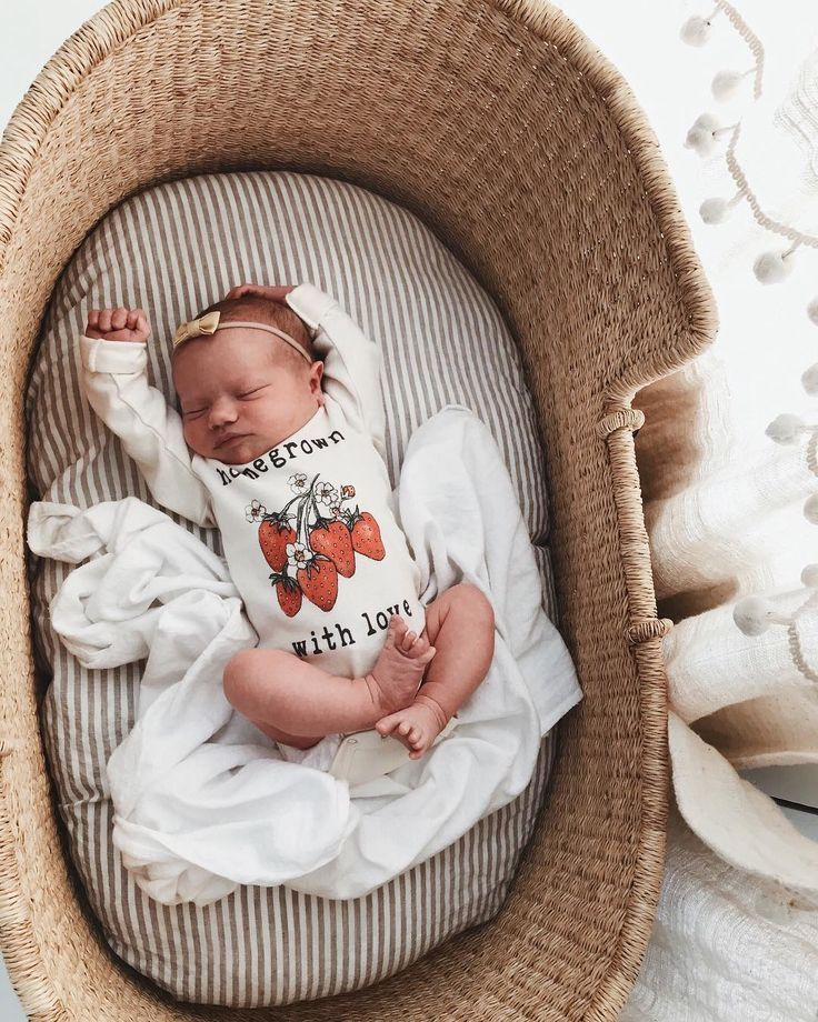 Improper sleeping space can potentially cause SIDS in babies. - 14 Best Crib Alternatives for Parents Who Want Other Baby Sleeping Options - Baby Journey blog